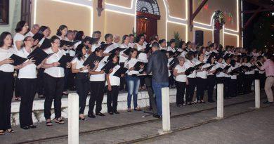 Corais fazem Concerto de Natal, e público se emociona com as canções